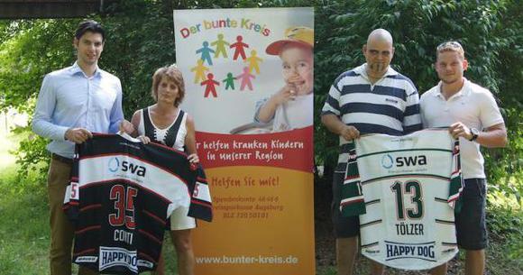 Augsburger Panther besuchen Kinder des Bunten Kreises