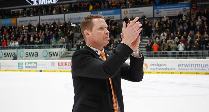 Mike Stewart bleibt Headcoach der Panther