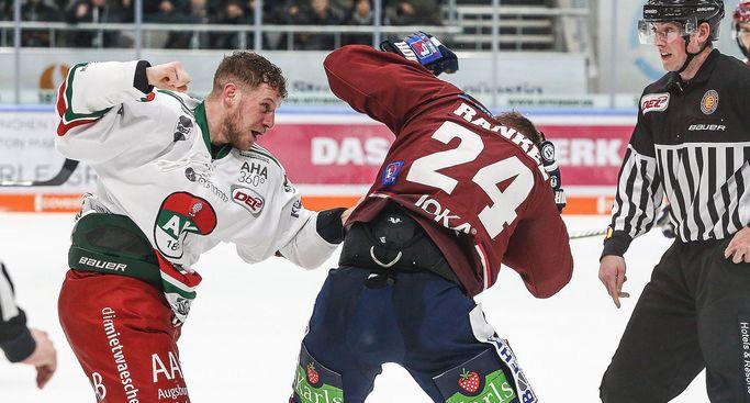 Daniel Schmölz bleibt in Augsburg